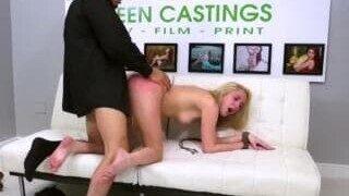 Une expérience sexuelle folle pour une blonde sur Xhamster
